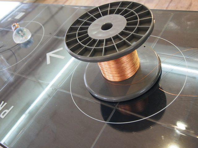 圧電ライン。任意の長さで「切って・貼って・測る」ことができる(まだ販売はされていない)