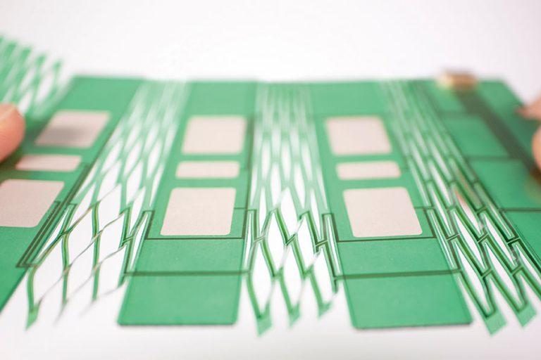 応用製品情報紹介 : 伸縮する生体電極