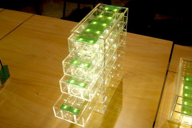 フレキシブル基板(FPC)伸縮性する基板