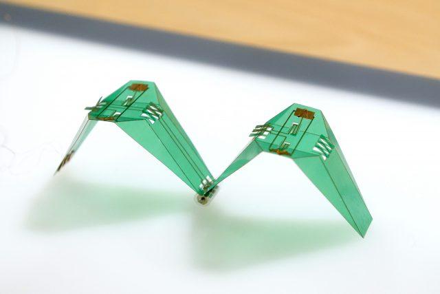 折り紙ロボット(180度折)