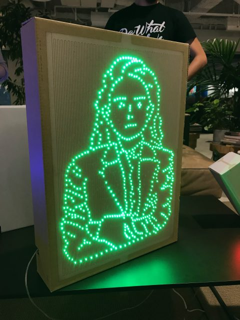 LEDで光の画を描いた作品
