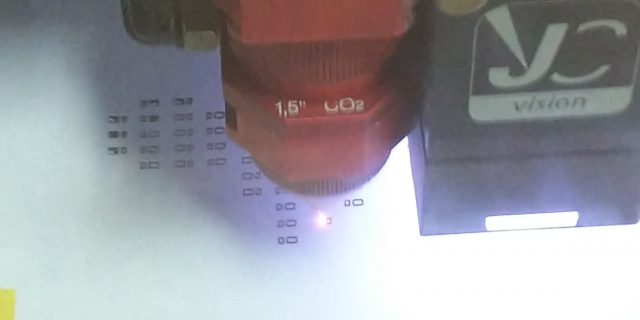 レーザーカッターで紙製ステンシルを作るの巻