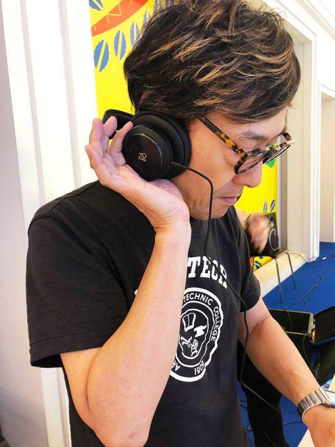DJとしてサウンドチェックをする土橋安騎夫氏が使っているのは Bang & Olufsen「Beoplay H9」