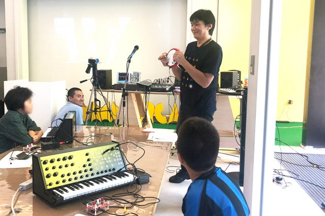 講師の髙田展弘氏によるデモ演奏