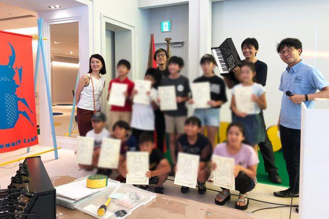 講師陣と一緒に参加者の皆さんで記念撮影 (左端はアドバイザーの土橋陽子氏)