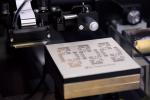銀インクを印刷し、銀インク層を形成するプロセスです。